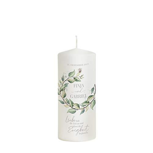 Hochzeitskerze Eukalyptus Kranz mit Namen und Datum - Modell Finja Ewigkeit - 20 x 8 cm perfekt als Geschenk zur Hochzeit - Hochzeitskerze als Hochzeitsgeschenk personalisierte Kerze
