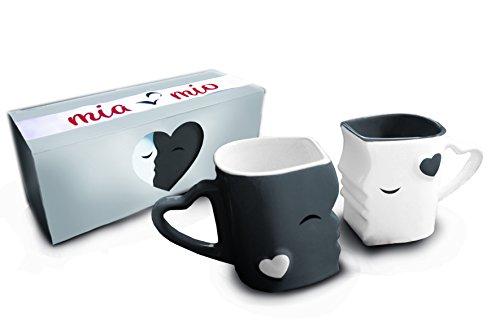 MIAMIO - Kaffeetassen/Küssende Tassen Set Geschenke für Frauen/Männer/Freund/Freundin zur Hochzeit/Weihnachten aus Keramik (Grau)
