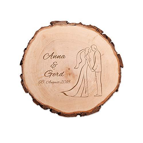 Casa Vivente Baumscheibe mit Gravur zur Hochzeit – Motiv Brautpaar – Personalisiert mit Namen und Datum – Türschild – Wand-Deko – Geschenkidee für Braut und Bräutigam – Hochzeitsgeschenke