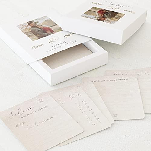 sendmoments Gästebuch Karten zum Ausfüllen als Hochzeitsspiel, 60 vorgedruckte Ausfüllkarten 88 x 105 mm in personalisierter Erinnerungsbox mit Text und Foto, Herzen-Motiv, Hochzeitsgeschenk
