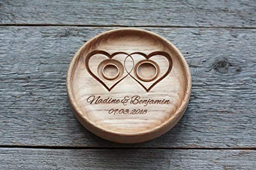Ringkissen Hochzeit Holz mit gravierten Namen und Datum, Ringschale, Ringträger für die Hochzeit'Zwei Herzen','Two Hearts'.