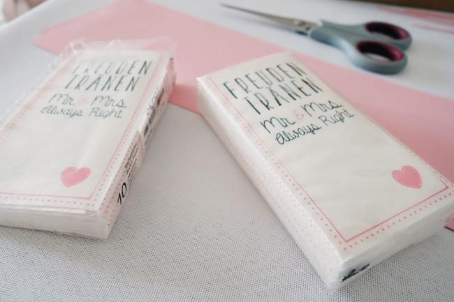 Schritt für Schritt Anleitung für DIY-Freudentränen-Taschentücher Bild 1