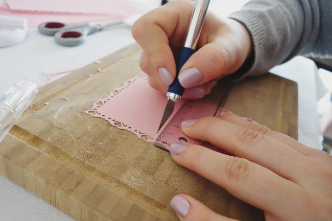 Schritt für Schritt Anleitung für DIY-Freudentränen-Taschentücher Bild 10
