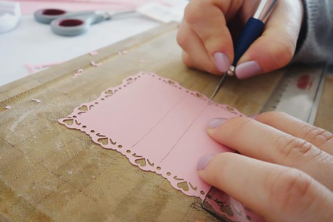 Schritt für Schritt Anleitung für DIY-Freudentränen-Taschentücher Bild 11