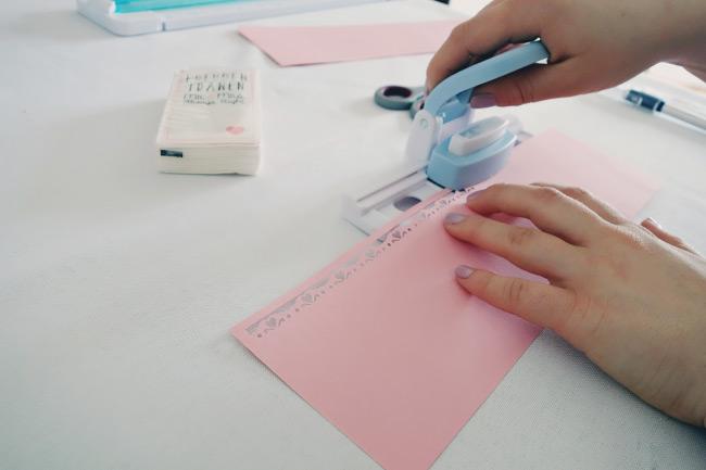 Schritt für Schritt Anleitung für DIY-Freudentränen-Taschentücher Bild 3