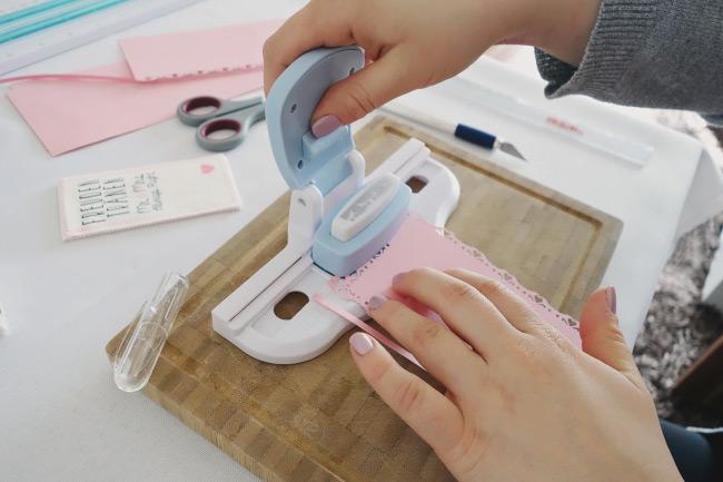 Schritt für Schritt Anleitung für DIY-Freudentränen-Taschentücher Bild 6
