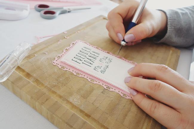 Schritt für Schritt Anleitung für DIY-Freudentränen-Taschentücher Bild 9