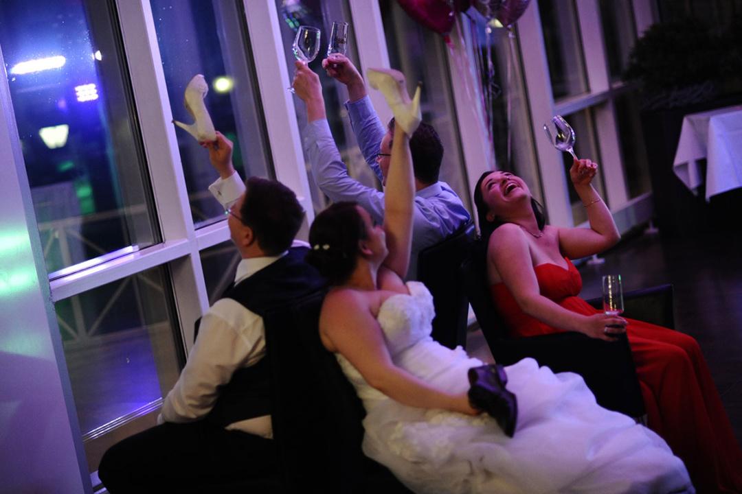 Das Fragen-Übereinstimmungsspiel für Braut und Bräutigam bei der Hochzeitsfeier
