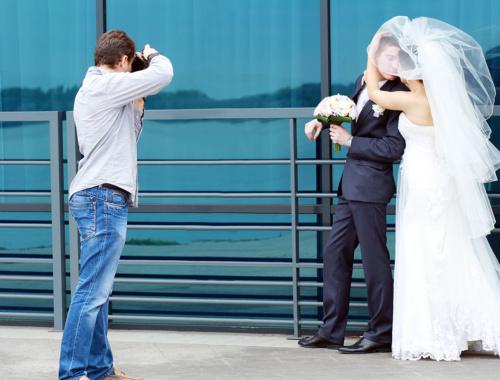 Den Hochzeitsfotograf für die Hochzeit finden