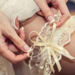 Strumpfband der Braut auf der Hochzeit