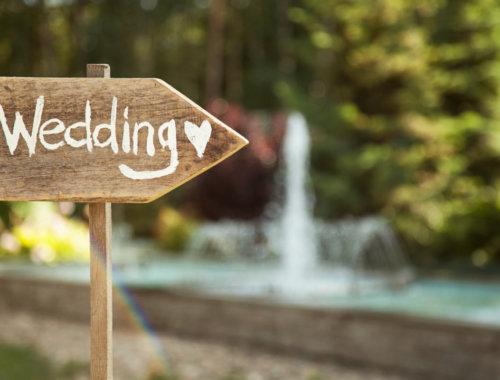 40 Beispiele für Holz-Schilder auf einer Hochzeit