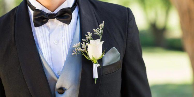 Boutonniere - Die Ansteckblume für den Bräutigam auf der Hochzeit