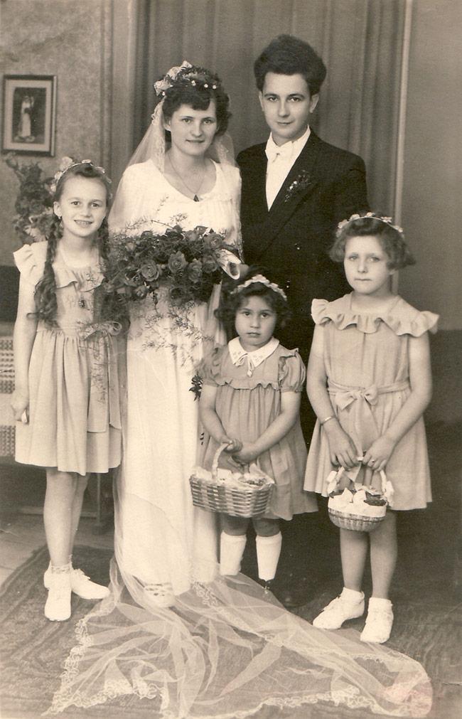 Die Hochzeit von Oma und Opa - Foto mit Blumenmädchen