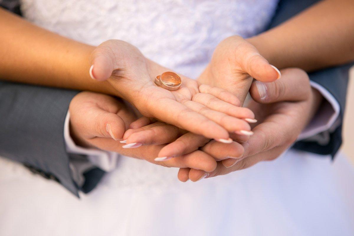 Warum die Eheringe vorher anprobiert werden sollten