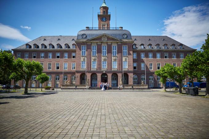 Nach der Trauung vor dem Rathaus Herne Bild 11