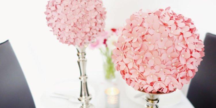 DIY: Einen PomPom aus ausgestanzten Blüten selber machen
