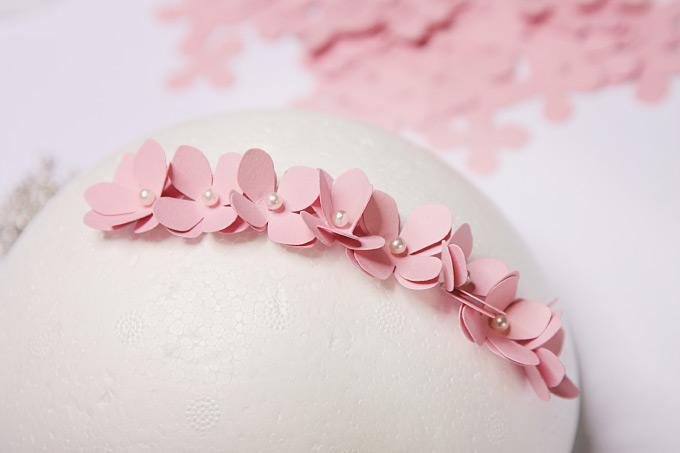 DIY: Einen PomPom aus ausgestanzten Blüten selber machen Bild 7