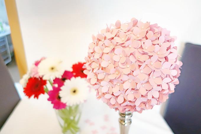 DIY: Einen PomPom aus ausgestanzten Blüten selber machen Bild 8