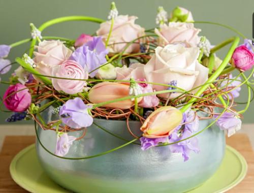 Ein Blumengesteck für einen runden Tisch einfach selber machen