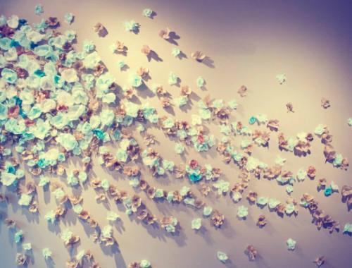 Eine Papier-Blumen-Wand als Hintergrund für das Photobooth machen