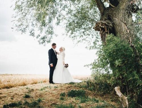 Eine standesamtliche Hochzeit bei 30 Grad im Schatten