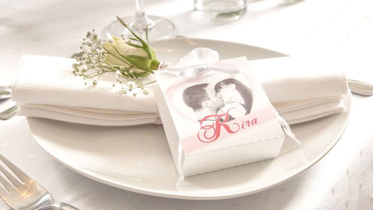 Personalisierte Tischdekoration für die Hochzeit