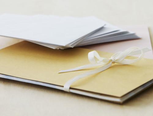 Die Hochzeit beginnt bei der Einladungskarte