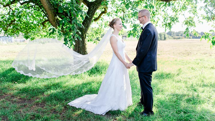 Eine Vintage angehauchte Hochzeit auf dem Obsthof