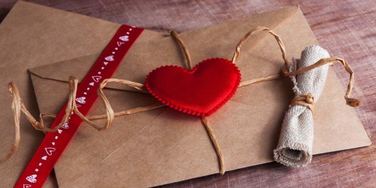Wann sollte die Hochzeitseinladung verschickt werden?