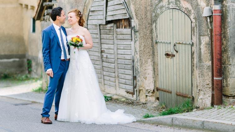 Eine sonnengelbe Hochzeit im Kristall-Saal vom Schloss Mühlhausen