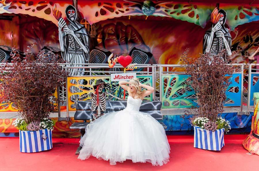 Braut auf Kirmes