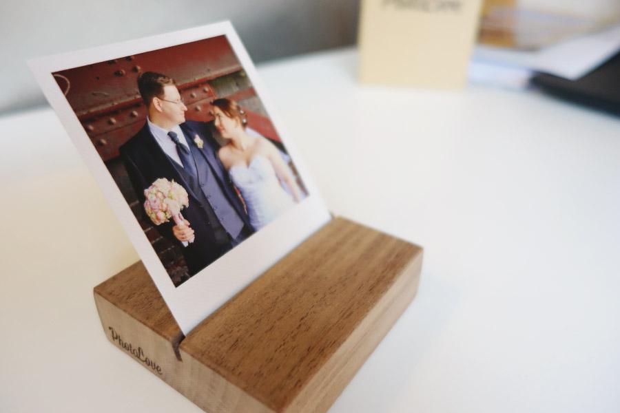 Fotos der Hochzeit als Polaroids für das Regal mit dem Photolove Photoblock