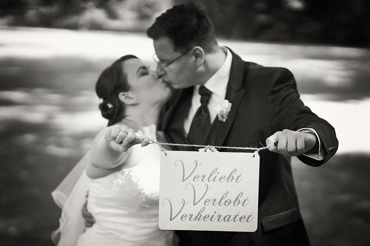 Echte Brautpaare zeigen Fotos zur Hochzeit