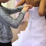 Brautkleid richtig schnüren