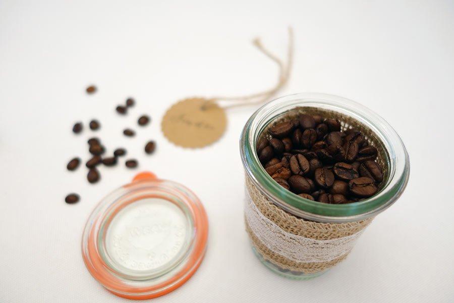 Individuelle Kaffeemischung als Gastgeschenk für die Hochzeit im Vintage-Einmachglas Bild 2