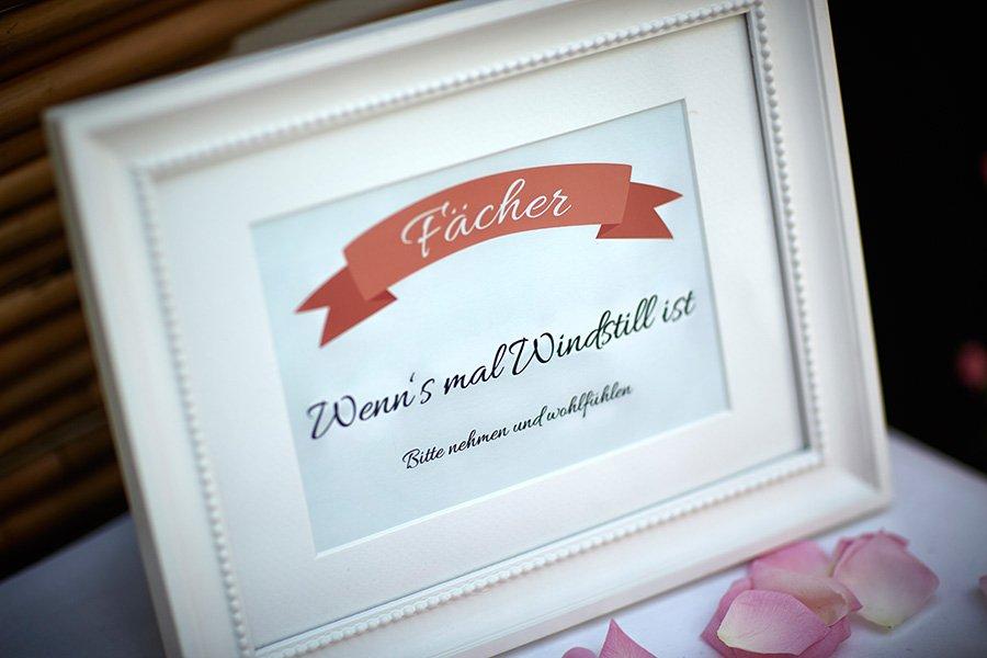 Schild für Fächer bei der Hochzeit mit Banner