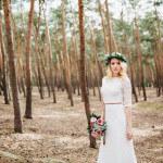 Verträumtes Wald-Fotoshooting in einem Brautkleid von Amazon