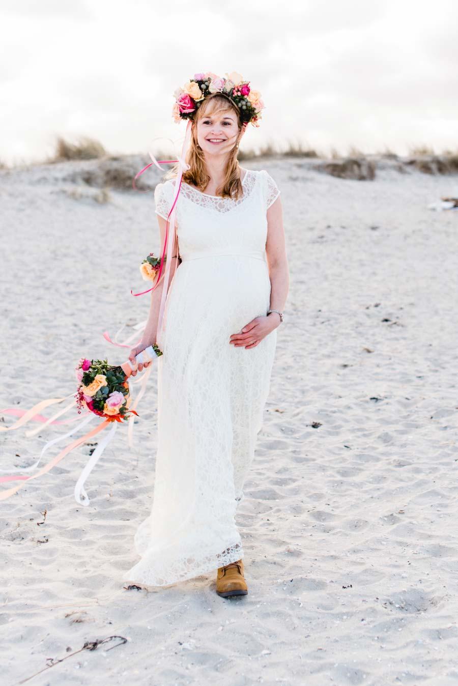 Babybauch-Hochzeit-Brautkleid-Nordsee-Sandra-Huetzen-35