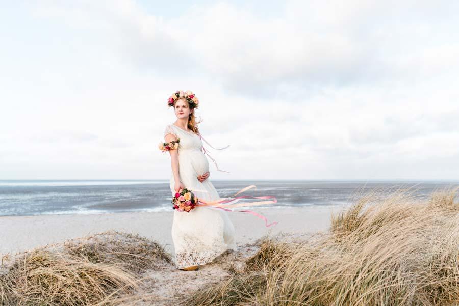 Babybauch-Hochzeit-Brautkleid-Nordsee-Sandra-Huetzen-62