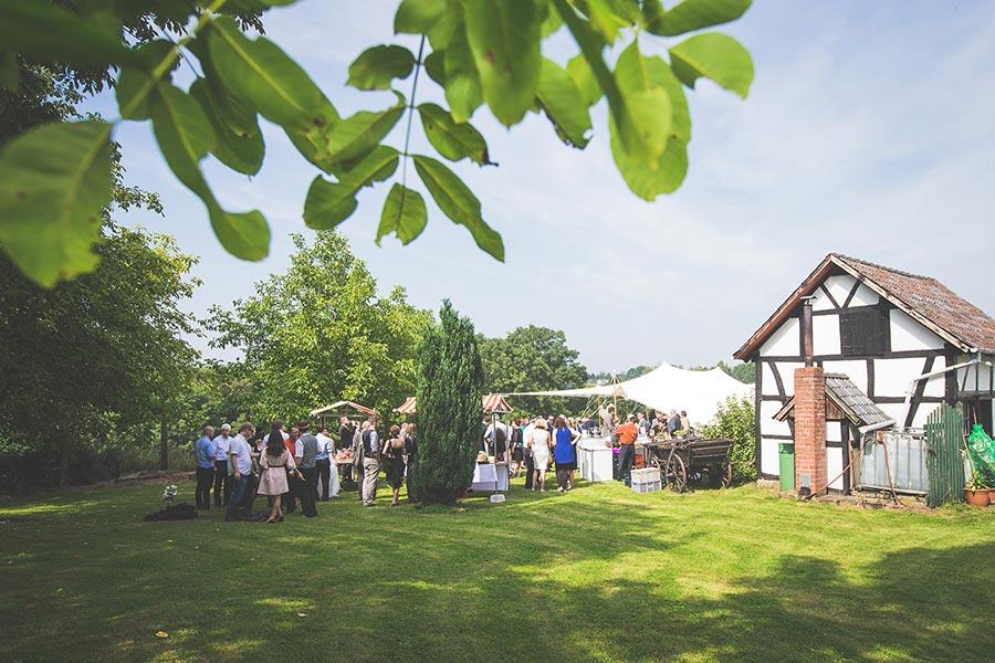 Die-Gartenhochzeit-von-Barbara-und-Alex-mit-Hochzeitsfotograf-Vivid-Symphony-32