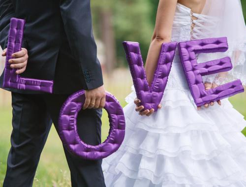 35+ Ideen für LOVE-Buchstaben als Hochzeitsdeko