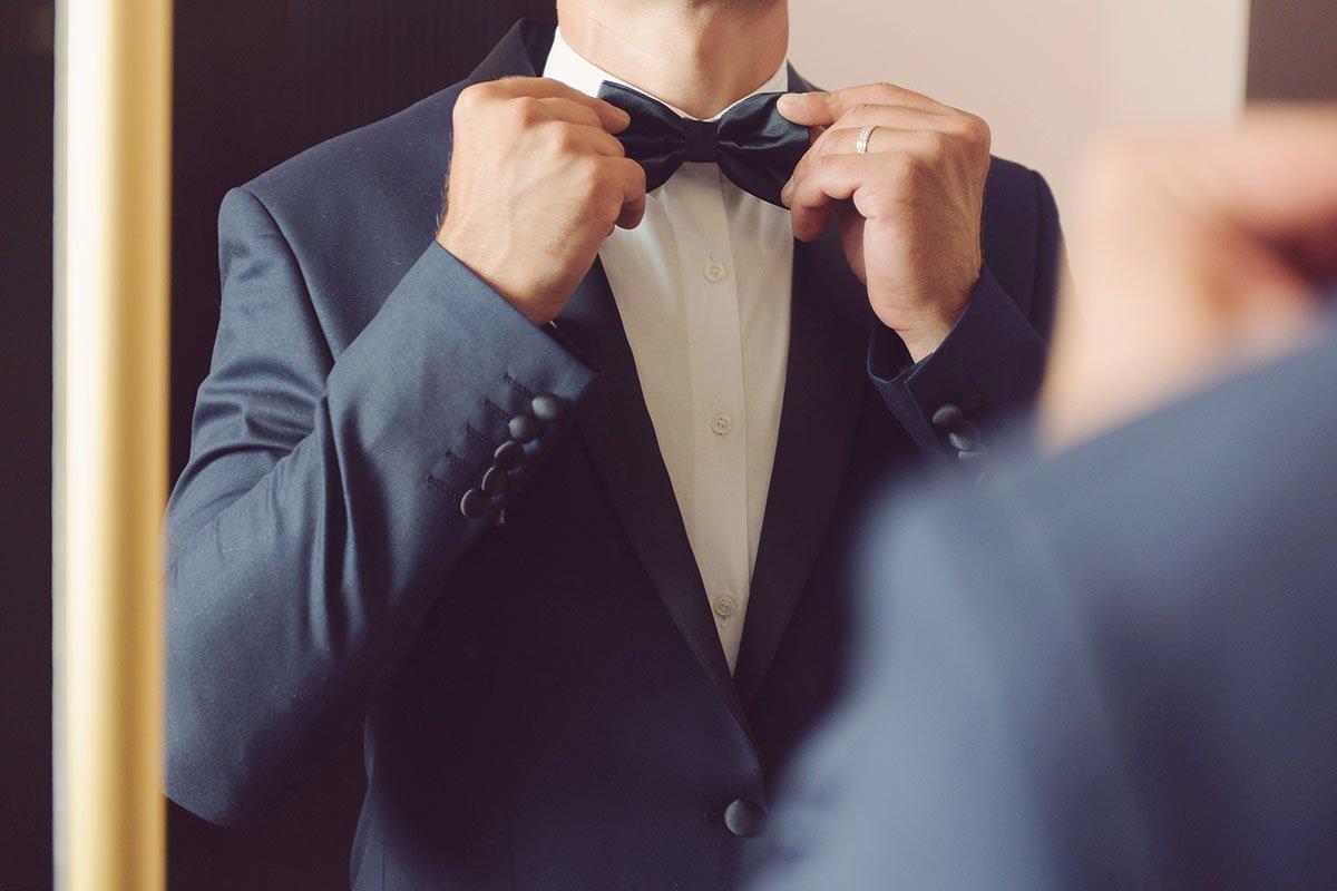 Der Anzug / Hochzeitsanzug für den Bräutigam bei der Hochzeit