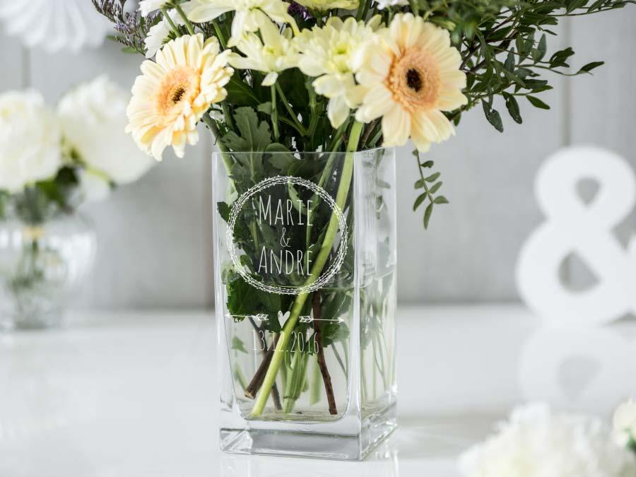 Personalisierte Vase zur Hochzeit für die Tischdeko von Personello