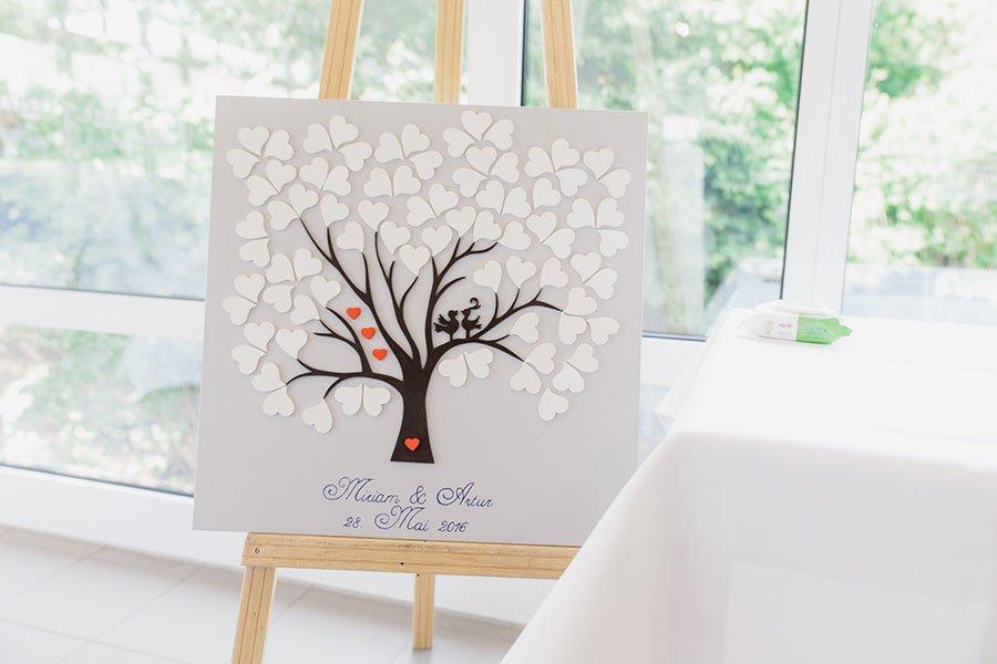 Wedding-Tree mit Herzen bei der Hochzeit