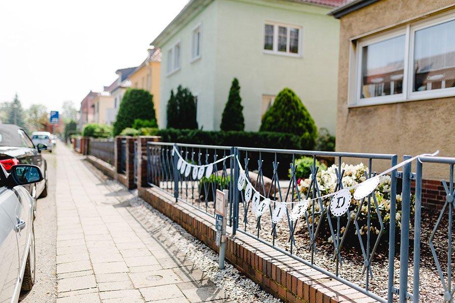 trauung-von-lisa-sebastian-im-barocken-garten-in-blankenburg-ben-kruse-1