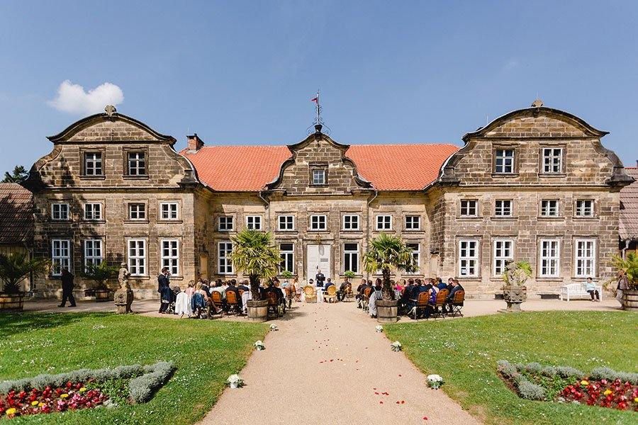 trauung-von-lisa-sebastian-im-barocken-garten-in-blankenburg-ben-kruse-23