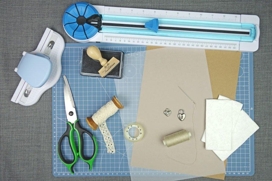 Freudentränen-Taschentücher zur Hochzeit im Vintage-Look basteln - Das braucht ihr alles