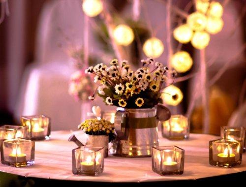 30 romantische Ideen für Lichter bei der Scheunen-Hochzeit