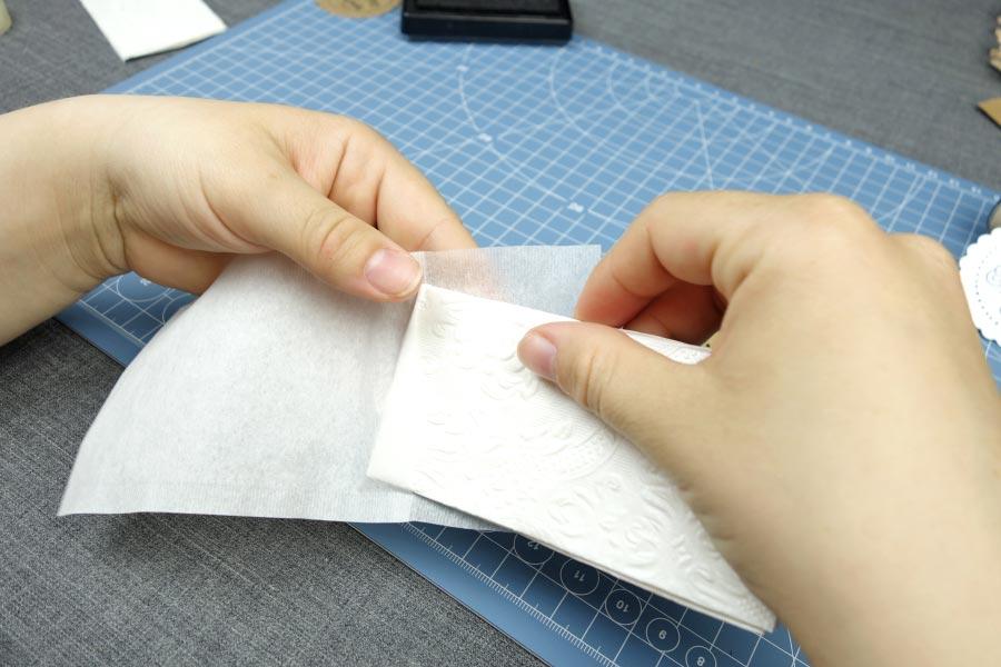 Freudentränen zur Hochzeit mit Teebeutel selber basteln - Taschentuch in die Tüte packen