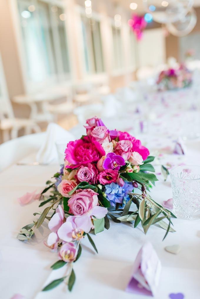 Tischdeko in Lila bei der standesamtlichen Hochzeit von Anna & Daniel in München